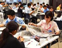 顧客との会話のヒントに新聞を 海邦銀行で読み方講座 沖縄タイムス社