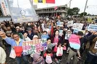 宜野湾市民大会:変わらぬ現状に危機感 市民の問いに市長どう答える