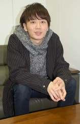 スキンケアアプリを開発した屋冨祖代表=沖縄タイムス社