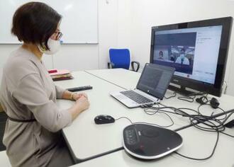 原子力損害賠償紛争解決センターは希望者にウェブ会議システムで手続きの説明を行っている=13日、東京都港区