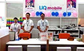 県内初の販売ショップ「UQスポット サンエーしおざきシティ」=11日、糸満市潮崎