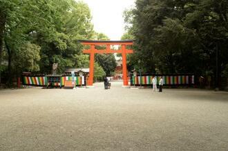 葵祭の行列が中止となった下鴨神社=15日午前、京都市