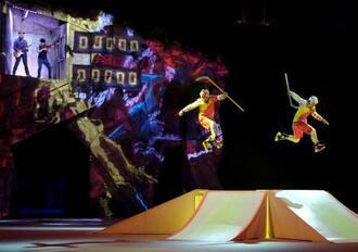 シルク・ドゥ・ソレイユの公演=2020年1月、ラトビア・リガ(ロイター=共同)