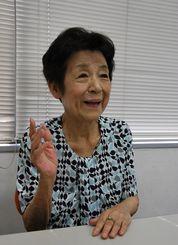 インタビューに答える食生活ジャーナリストの岸朝子さん=2013年8月、東京都内