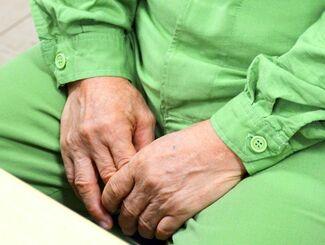 万引を繰り返す高齢者。「社会に出ても人となじめない」と寂しそうに話した=9月24日、沖縄刑務所