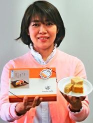 「黄金芋のきんつば」を発売したhinata cafeの安慶名和香代表=3日、沖縄タイムス社