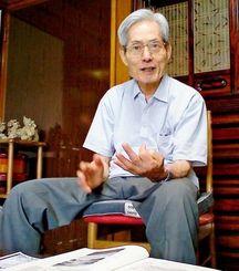 チャイナ陣地で働いた経験を語る赤嶺正雄さん=うるま市与那城屋慶名
