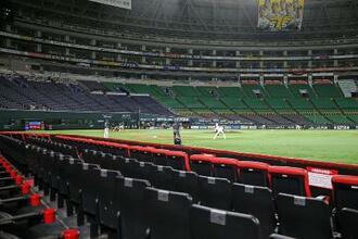 昨年、無観客で練習試合が行われた際のペイペイドーム=2020年3月20日、福岡市