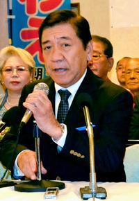 沖縄市長選:桑江氏が出馬を表明 「再選目指す」