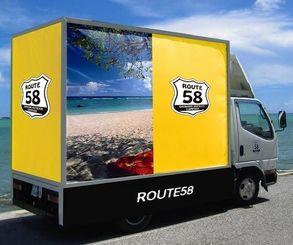 県内で初めて7月にサービスを開始したアドトラックのトラック(ルート58提供)