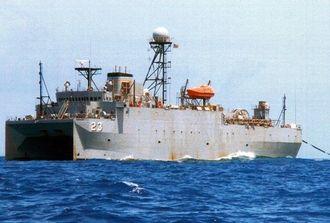 マグロはえ縄漁船「第一寿丸」から撮影された米海軍の音響測定艦「インペッカブル」(「第一寿丸」提供)