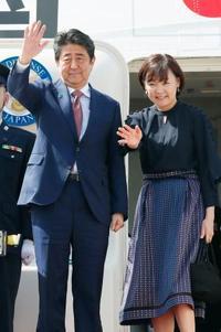 首相、APECから帰国 対米配慮にじむインド太平洋構想