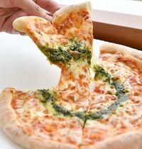 コンビニで熱々、焼きたてピザ? 沖縄ファミマ、全国展開目指して挑戦中