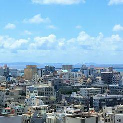 きょうは日中晴れたおかげで、沖縄タイムス本社から慶良間諸島がよく見えました