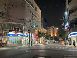沖縄県独自の緊急事態宣言後、閑散とした那覇市松山=8月5日