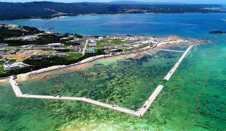 海域を護岸で囲む工事が進むキャンプ・シュワブ沿岸=6月29日、名護市辺野古(小型無人機で撮影)