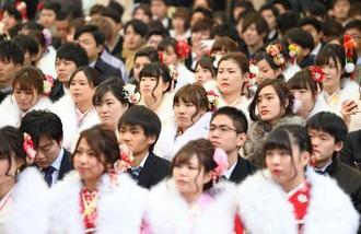 8日、東京ディズニーランドで開かれた千葉県浦安市の成人式