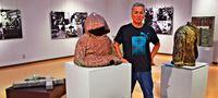 入所者の苦難を表現/「沖縄の傷痕」展 8月31日まで/名護 愛楽園 写真と陶彫コラボ