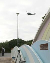 米軍ヘリ、沖縄の小学校上空飛行 窓落下事故後初めて、回避ほごに