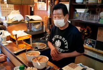 居酒屋「有紀」店主の土川友義さん=19日午後、名古屋市