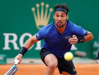 男子テニスのマスターズ・モンテカルロ大会、決勝でドゥシャン・ラヨビッチと対戦するファビオ・フォニーニ=21日、モナコのモンテカルロ(ロイター=共同)