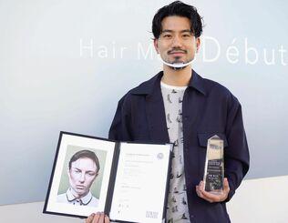 準グランプリを獲得した伊藤翔乃佑さん=27日、宜野湾市上原の美容室「ヘアーメイクデビュー」