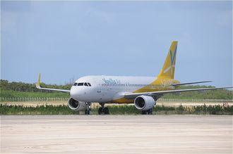 12日からの操縦士訓練のため下地島空港に到着したバニラ・エアの機材