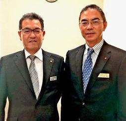 「BORベンチャーファンド」を立ち上げスタートアップ企業の支援に取り組む琉球銀行法人事業部の伊志嶺達朗部長(右)とりゅうぎん総合研究所の照屋保社長=琉球銀行