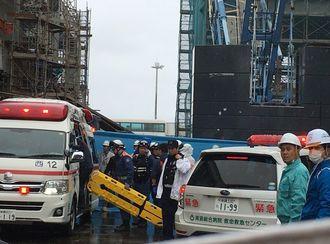 事故が発生した工事現場付近=26日、那覇空港