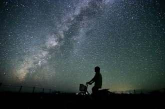 西表石垣国立公園内の夜空を彩る満天の星=2015年9月、竹富町黒島(星空ツーリズム提供)