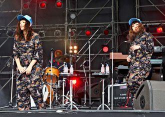 パフィーの大貫亜美(右)と吉村由美。2人が放つメロディーは会場を引き込んだ((c)WWW18 OFFICIAL)