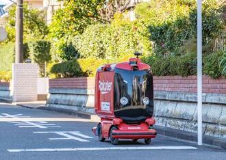 西友店舗から商品を自動配送するロボット(楽天提供)
