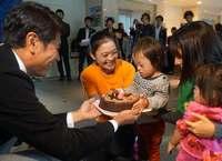 「県民の愛が詰まってる」ケーキでクリスマス楽しんで 沖縄製粉、福祉施設に350個寄付