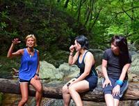 地元の人が穴場をガイド Airbnbが沖縄で提供する「体験」ツアー