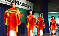 海外子弟の4人 研修成果を披露/宜野座 文化に理解深める