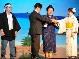 2、3世が熱演したウチナー芝居=沖縄県人会館