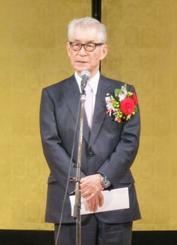 名誉市民の称号を贈られあいさつする京都大の本庶佑特別教授=20日午後、神戸市