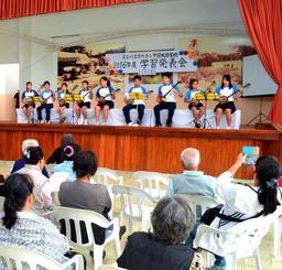 1年間学んだ成果を学習発表会で披露したヌエバ・エスペランサ日本語学校の生徒たち=ボリビア