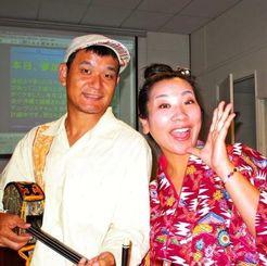 初の海外コンサートを行った東風平愛郎さんと友子さん
