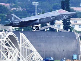(資料写真)嘉手納基地を離陸する最新鋭ステルス戦闘機F35B=6月26日