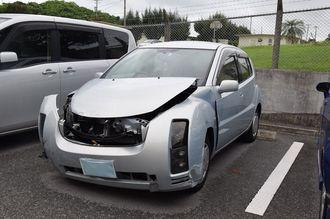 米空軍所属の軍属が運転していた車=26日午後3時33分、沖縄署