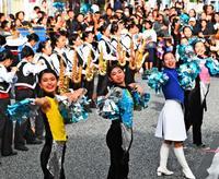 宜野湾高校、2年連続の栄冠 那覇でパレードコンテスト