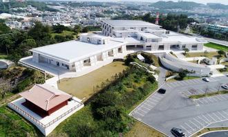 開館1周年を迎えた沖縄空手会館=豊見城市(小型無人機で下地広也撮影)