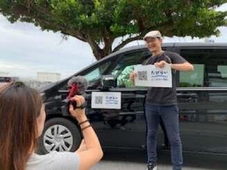 動画撮影をする台湾の人気ユーチューバー「iku老師」=6月8日、那覇市内(マリンポートパートナーズ提供)