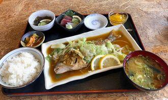この日のおすすめは新鮮なムルータマンを使ったバター焼き定食1680円(税込み、毎日新鮮な魚を仕入れるため価格は変動する)
