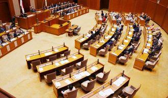 埋め立て承認取り消しの答弁修正をめぐる県の対応に反発した自民が本会議出席を拒否したまま一般質問が進められた=8日、県議会