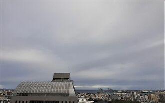那覇市の空=2020年2月26日午前8時