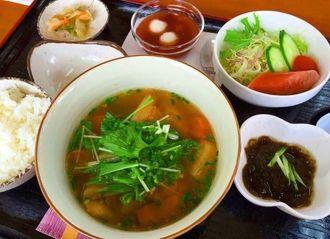 「レストランすっぽん館」のすっぽん汁定食