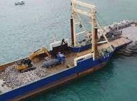 辺野古へ海から石材搬入 政府が初、工事加速狙う