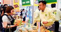 沖縄産黒糖が健康に一役 「黒糖の日」試食や販売